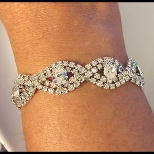 Elegant Deluxe Austrian Crystal Bracelet